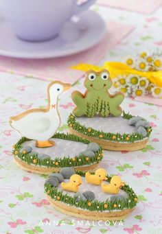 By the Water cookies, ducks and frog by pond Bird Cookies, Fancy Cookies, Cute Cookies, Easter Cookies, Cupcake Cookies, Sugar Cookies, Galletas Decoradas Royal Icing, Cookies Decorados, Biscuit Decoration