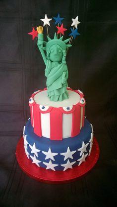 Statue of Liberty cake Beautiful Cakes, Amazing Cakes, Cake Cookies, Cupcake Cakes, New York Cake, Usa Party, Cake Hacks, 4th Of July Cake, Cake Supplies