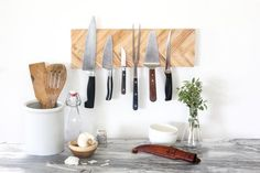 No one will ever know that you made this gorgeous herringbone wall-mounted knife rack from a grip of free wooden pain stirrers. Unless you want to brag, which we kinda recommend because this project is just so cool. Knife Storage, Bench With Storage, Diy Storage, Storage Ideas, Paint Stirrers, Herringbone Wall, Small Kitchen Storage, Hand Molding, Creative Walls