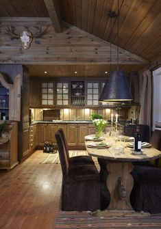 Want to experience the goodness of living in a country-style house and away from the city, and if you love hands-on, log cabin kits is the solution. Log Cabin Living, Log Cabin Homes, Log Cabins, Küchen Design, Design Hotel, House Design, Log Home Interiors, Rustic Interiors, Log Cabin Furniture