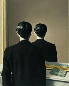 [PEINTURE] Cette toile réfléchit sur le réel en lui-même, elle invite à interpréter la solidité du réel et les certitudes que l'on peut avoir qui sont alors fausses dans ce tableau. Les miroirs sont des occasions de questionnement, des interrogations qui nous invitent à remettre en question le monde du rationnel. Cette mise en abyme a pour but de poser davantage de questions que d'y répondre... [René Magritte, La reproduction interdite, 1937, huile sur toile, 79 × 65 cm]