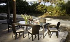 Dedon, the world renowned leading brand for woven style outdoor furniture. There was no business in woven outdoor furniture before DEDON came along. Ikea Garden Furniture, Outdoor Dining Furniture, Outdoor Chairs, Outdoor Living, Outdoor Decor, Furniture Ideas, Rolf Benz Sofa, Weathered Furniture, Lounge Chair