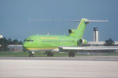 Braniff International aircraft at Orlando Intl Aviation Image, Civil Aviation, Boeing 727 200, Private Jet Interior, Luxury Private Jets, Boeing Aircraft, Air Festival, Airplane Art, Airplanes
