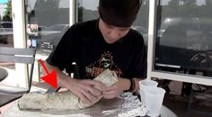 Le proponen comerse un burrito de 45 centímetros de largo en menos de 2 minutos. ¿Lo hará o no? → http://www.viraldiario.com/burritozilla/