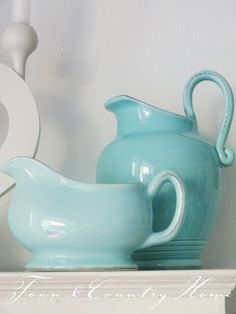 pitcher and gravy boat in aqua Chalet Turquoise, Turquoise Cottage, Turquoise Kitchen, Aqua Color, Aqua Blue, Blue And White, Shades Of Turquoise, Shades Of Blue, Hotel Marseille