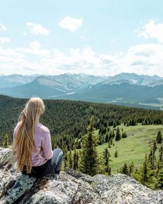 Jo enjoying the views of the Canadian Rockies. Canada Tourism, Canada Travel, Hiking Photography, Hiking Tips, Canadian Rockies, Instagram Worthy, Day Hike, Digital Nomad, Online Work