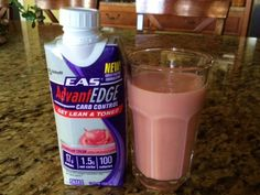 EAS AdvantEdge Carb Control Strawberry Cream Shake Review - New Formula New Packaging - News - Bubblews