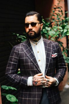 Style By Mr Jared Acquaro Mr. Jared Acquaro is Product Innovation Manager at Oscar Hunt Tailors in Melbourne and the face of A Poor Man's Millions where he shows his own take on style and worldly...