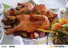 Ploché kuře (Crapaudine) s pečenými cibulemi, brambory a jablky recept - TopRecepty.cz