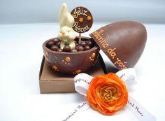 ovo para celebrar a Páscoa Easter Chocolate, Chocolate Art, Holiday Treats, Holiday Recipes, Homemade Chocolate Bars, Egg Cake, Easter Projects, Easter Cookies, Caramel