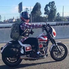 #cse @red_ranger_dyna - Were back in action! Were in a break in period on the motor so be patient! Video coming soon! Stay tuned and tell your buddies to follow! I do this for you guys! Its so rad to meet people when Im out and about! Thank you to every single of you who follow and like the posts! Feel free to share anything you think is rad! #follow #like #share #letsgrow #harleywheelies #harleydavidson #dyna #california #bayarea #lifebehindbars #instadyna #madeinhauss #redrangerdyna