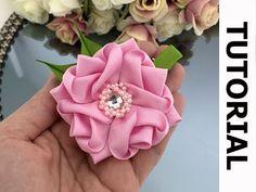 Diy Lace Ribbon Flowers, Zipper Flowers, Ribbon Flower Tutorial, Hair Bow Tutorial, Ribbon Art, Diy Ribbon, Ribbon Crafts, Flower Crafts, Fabric Flowers
