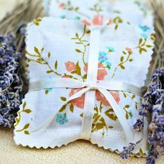 vintage fabric sachets. Simple and elegant gift...need to remember to make for gifts and for me!