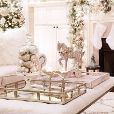 nice 66 Beautiful Coffee Table Decoration Ideas for Your Christmas  https://decoralink.com/2017/10/25/66-beautiful-coffee-table-decoration-ideas-christmas/