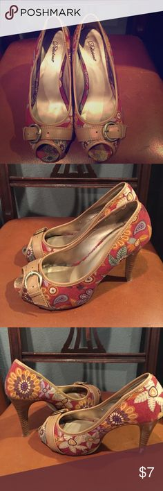 Printed pump heels by delicious Multicolored print heels with buckle at peep toe. Has signs of wear on the heel and at the toe. Fun print and style. Offers welcomed! Shoes Heels