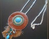 "KMC015 Sautoir ""cheyenne"" médaillon cuir marron, cabochon turquoise : Collier par kimcap-creations"