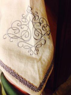 Linen elven robe under-robe sleeve detail
