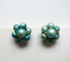 Vintage Mad men turquoise glass bead cluster earrings