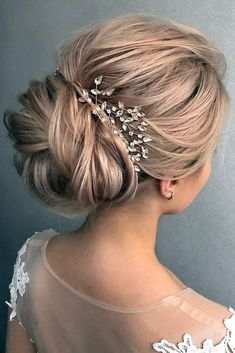 wedding hairstyle trends textured volume bun tonya pushkareva via instagram  Svatební Účesy bb94f06579