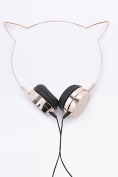 Super-cute kitty cat headphones from Skinnydip feature an adorable feline-inspired design and have been specially crafted to deliver high quality sound. Compatible with 3.5mm jack.affiliate link for urban outfitters