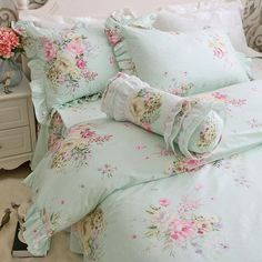 Such a gorgeous shabby chic handmade duvet set perfect for adding a touch of floral elegance to any bedroom in your home! Shabby Chic Bedrooms, Shabby Chic Homes, Shabby Chic Furniture, Shabby Chic Decor, Chic Bedding, Luxury Bedding, Ideias Diy, King Bedding Sets, Bedroom Green