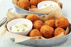 Buffalo Chicken Cheese Balls With Blue Cheese Dip -- These are simple, delicious and pefect for Super Bowl Sunday or any party! Pollo Buffalo, Buffalo Chicken, Tapas, Ham And Cheese, Blue Cheese, Cheddar Cheese, Fried Cheese, Kitchen Recipes, Cooking Recipes
