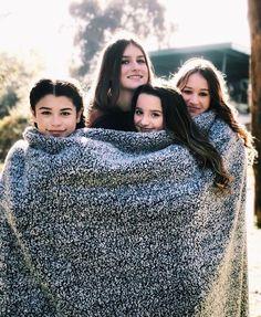 The cutest pic ever seen! Bff Pictures, Best Friend Pictures, Friend Photos, Julianna Grace Leblanc, Hayley Leblanc, Annie Grace, Annie Lablanc, Brooke Butler, Norman