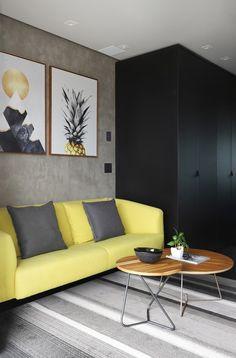 Apartamento de 46 m² com cozinha escondida! Confira no link imagens! (Foto: Mariana Orsi) #decor #decoração #decoration #decoración #apartamento #apartment #livingroom #saladeestar #casavogue