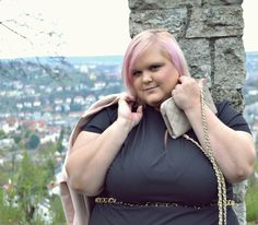 Plus Size Outfit elegant with sheego and H&M+, pink coat; black dress by Anna Scholz