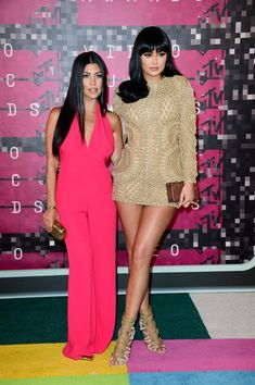 Kylie Jenner Photos Photos - TV personalities Kourtney Kardashian (L) and Kylie Jenner attend the 2015 MTV Video Music Awards at Microsoft Theater on August 30, 2015 in Los Angeles, California. - 2015 MTV Video Music Awards - Arrivals