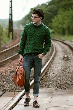 FISHERMAN'S SWEATER | Great look! Green sweater + jeans
