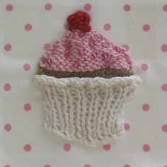 Knitted cupcake pattern, so cute!