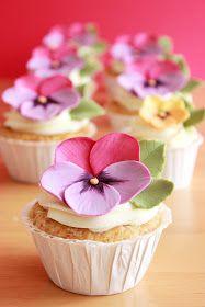 Kiara`s cakes: Como hacer violetas de fondant