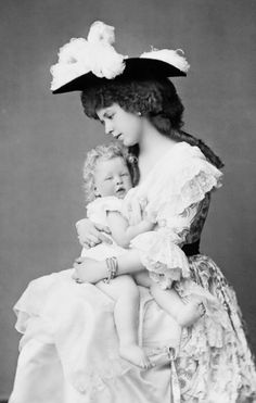 Crown Princess Maria, Princess of Edinburgh, later Queen consort of Romania - with her first born son Carol. Queen Mother, Queen Mary, King Queen, Romanian Royal Family, Queen Victoria Children, Adele, Elisabeth I, Princess Alexandra, Royal Clothing
