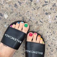 Love the multi-color idea for toenails.