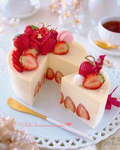 Pretty Cakes, Cute Cakes, Kreative Desserts, Cute Baking, Japanese Cake, Kawaii Dessert, Strawberry Desserts, Cafe Food, Aesthetic Food
