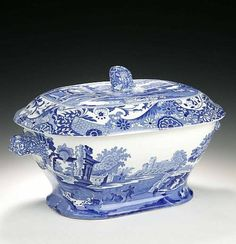 A Copeland Spode Tureen and Cover, blue printed in the 'Italian' pattern