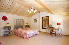 Gîte Petit Paradis, une chambre spacieuse à l'étage