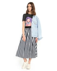 Джинсовая #куртка оверсайз и #юбка #миди идеально работают в паре, если добавить связующее звено — футболку с активным принтом, заправив ее внутрь. #berezka #new #ss16 #RedValentino #TaraJarmon #AliceOlivia #berezkaonline Ss16, Midi Skirt, Art Pieces, Skirts, How To Make, Fashion, Moda, Fashion Styles, Skirt