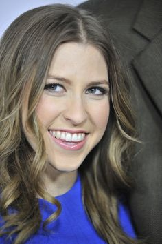 is she really sue from the middle? The Middle Series, The Middle Tv Show, Beautiful Celebrities, Beautiful People, Eden Sher, Emily Osment, Expecting Twins, Red Carpet Event, Better Half