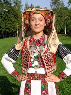 Croatia, okolica Karlovca, narodna nošnja udate žene iz sela Rečica.