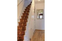 gave trap. ook gezien: geschilderde loper in felle kleur Stairway, Home Decor, Decoration Home, Room Decor, Staircases, Home Interior Design, Ladders, Ladder, Home Decoration