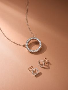 Luminous and elegant, PANDORA Rose combines a unique blend of metals to capture and express your personal style with beautiful romantic pink-hued jewelry. Pretty hearts and logo details form a look that pays tribute to PANDORA's stunning signature style. #PANDORArose #PANDORAnecklace #PANDORAearrings