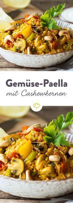 Diese Paella trumpft mit viel frischem Gemüse und knusprigen Cashewkernen auf - schmeckt auch als vegetarische Variante nach Sommer im Süden.