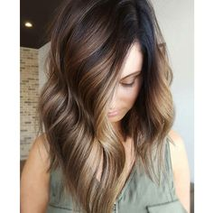 Rich golden beige balayage highlights on brunette lob. stylish ombre balayage hairstyles for medium length hair, medium hairstyle color ideas Ombré Hair, New Hair, Curly Hair, Curly Pixie, Pixie Cut, Summer Brown Hair, Color Del Pelo, Brown Hair Shades, Brown Hair For Pale Skin