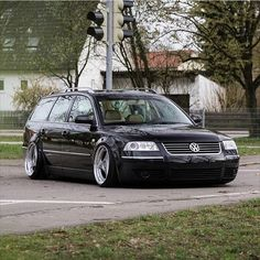 @kn1ze  #wagonsonly #vw #volkswagen #passat #passatwagon #passat_dubbing #wagonwednesday #wagon #lowlife #bagged #bagriders #becausebags #campallroad #stance #stancenation #longroofsociety #wheelwednesday