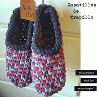 """We start with the """"Do-it-yourself"""" Gifts for this Christmas. What do you think about making Trapillo Slippers? will be the gift per . Crochet Granny, Irish Crochet, Diy Crochet, Crochet Bags, Crochet Shoes, Crochet Slippers, Finger Knitting, Knitting Socks, Cotton Cord"""
