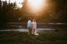 Sunset pond engagement with Seattle wedding photographer Jen Lynn Photography