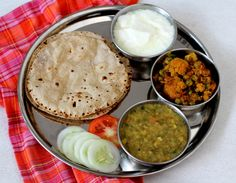 Gobi Masala - a flavorful vegetable curry that makes for a good side with rotis.