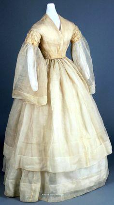 Wedding dress ca. 1858-63. Ivory silk organza. Chester County (PA) Historical Society. Click through for bigger photo.